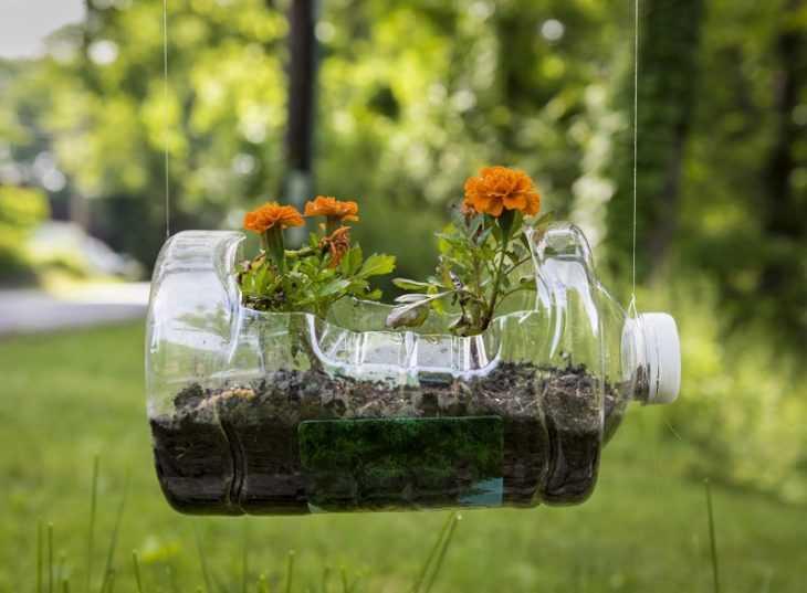 Клумба из бутылок - пошаговая инструкция как сделать из пластиковых бутылок простую и эффектную клумбу (115 фото)