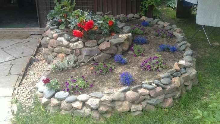 Клумба из камней - пошаговое создание и оформление клумбы. Самые актуальные и стильные идеи создания клумбы (125 фото и видео)