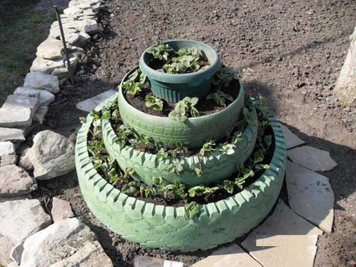 Многоярусная клумба - правила постройки, идеи из подручных материалов и варианты размещения клумбы (100 фото)
