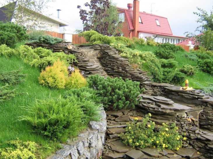 Участок на склоне: грамотная планировка и правильное обустройство расположенных на склонах участках (155 фото)